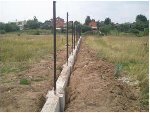 Забетонированный забор