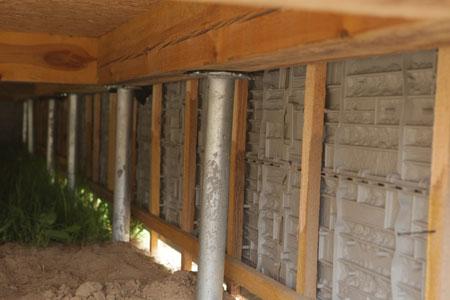 Подполье дома на сваях
