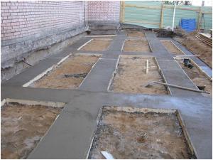 Подбетонка ленточного фундамента из тощего бетона