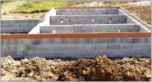 Сборный ленточный фундамент из стеновых бетонных блоков