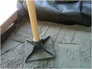 Ручное уплотнение песчаной подушки