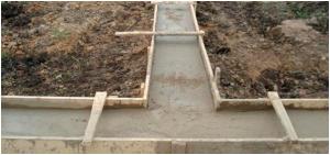 Щелевой фундамент для дома заливают в земляную опалубку