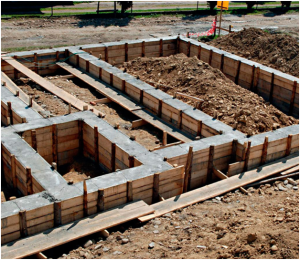 Заливка ленточного фундамента для дома