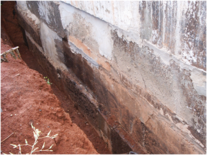 Обязательно следует удалить слой старой гидроизоляции или краски
